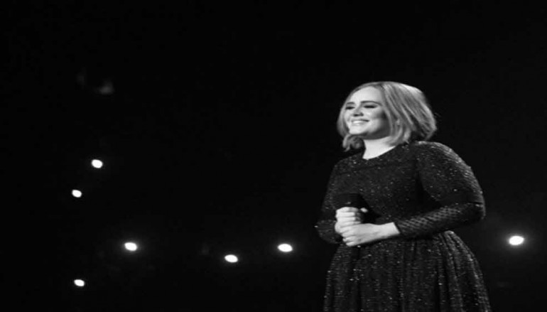 Adele Hacked: Singer's Personal Photos Shared Online By Obsessed Fan